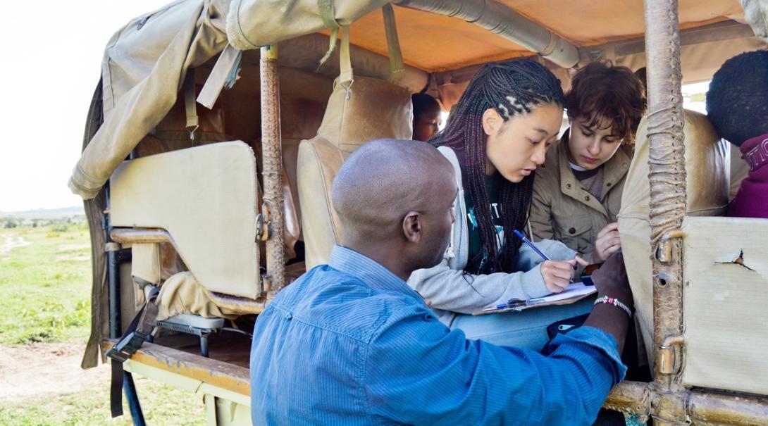 ケニアで野生動物の生態系調査に取り組む日本人高校生ボランティア
